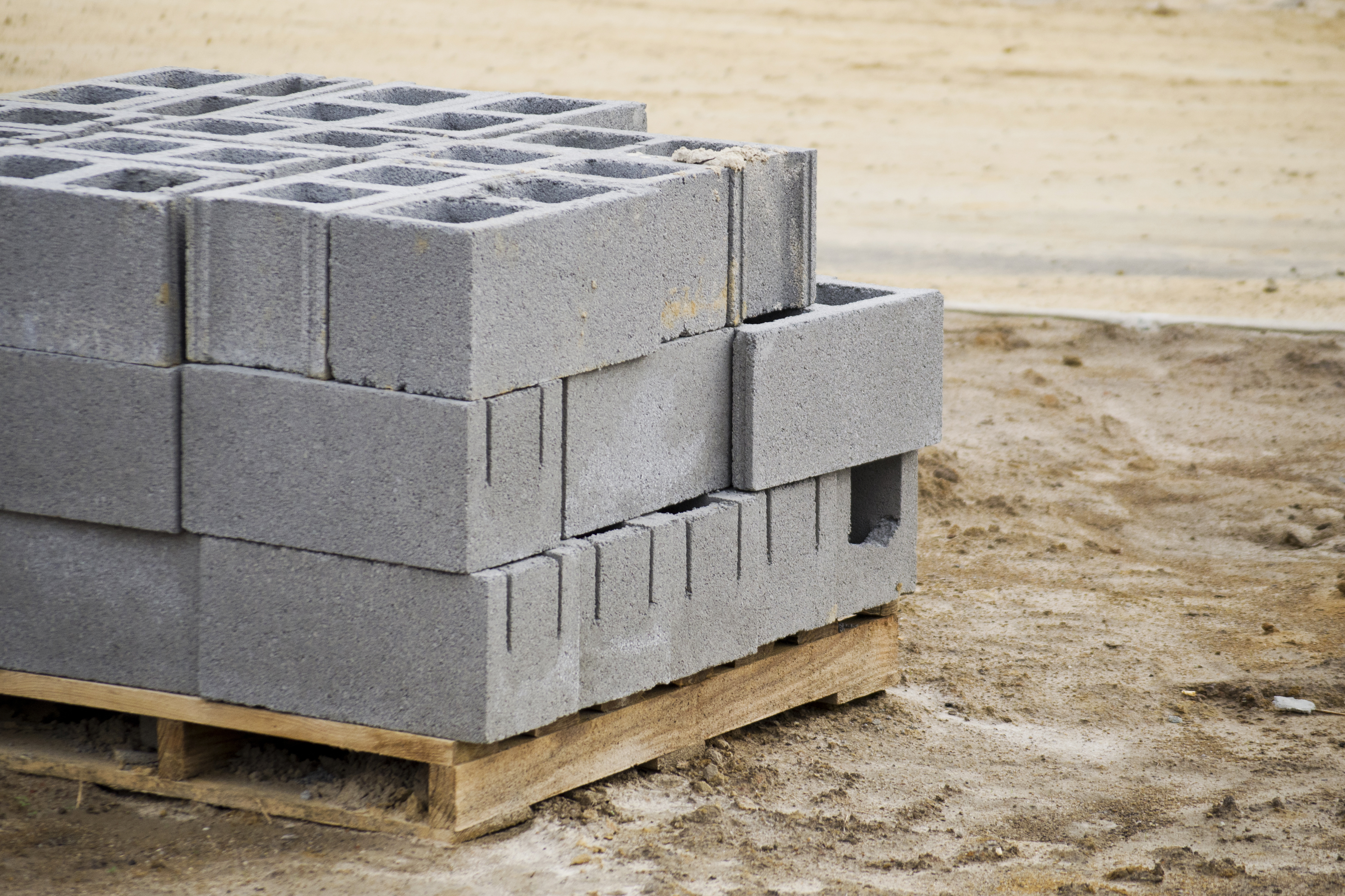 5 easy ways to recycle cinder blocks for Cinder block house construction